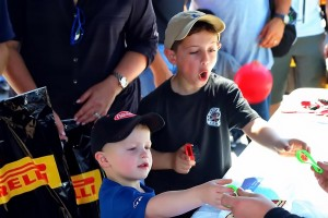 shea-racing-gallery-fans-2